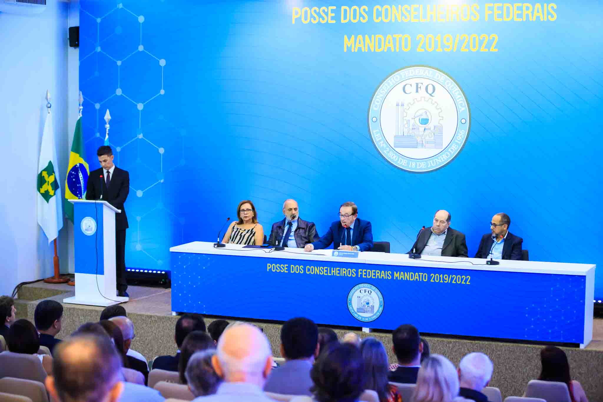 Conselheiros do mandato 2019/2022 tomam posse no CFQ